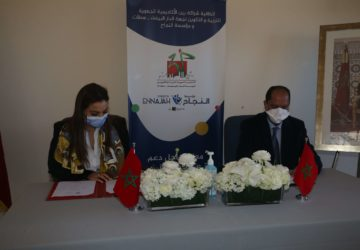 Photo signature de la convention par la Fondation 1