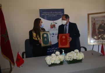 Photo signature de la convention par la Fondation 2