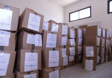 Photo distribution de kits sanitaires par la fondation ennajah