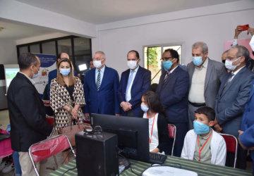Photo de distribution d'ordinateurs à Médiouna 2
