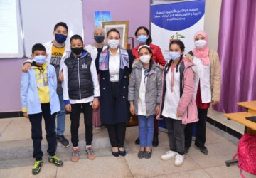 Photo de la fondation avec les enfants de Settat 1
